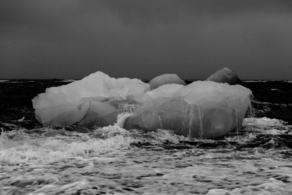 climate-iceberg-melting-thawing